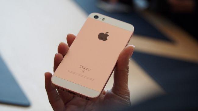 iPhone SE Beklentilerin Üzerinde ilgi Gördü